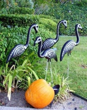 Spooktacular Halloween Outdoor Decoration To Terrify People 44