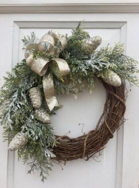 Beautiful DIY Winter Wreath To Place It On Your Door 08