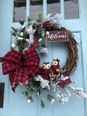 Beautiful DIY Winter Wreath To Place It On Your Door 16