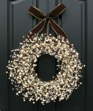 Beautiful DIY Winter Wreath To Place It On Your Door 43