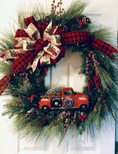 Beautiful DIY Winter Wreath To Place It On Your Door 48