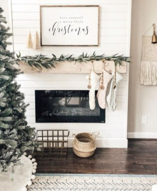 Inspiring Fireplace Mantel Decorating Ideas For Winter 17