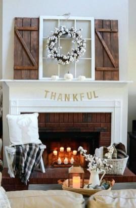 Inspiring Fireplace Mantel Decorating Ideas For Winter 27