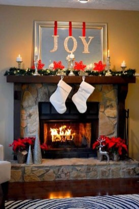 Inspiring Fireplace Mantel Decorating Ideas For Winter 35