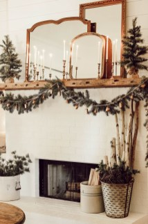 Outstanding Winter Decoration Ideas For Your Apartment 14