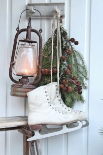 Outstanding Winter Decoration Ideas For Your Apartment 37