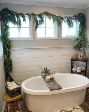 Beautiful Winter Themed Bathroom Decoration Ideas 34