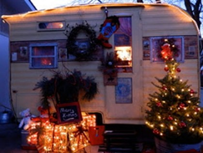 Most Inspiring Holiday Decoration Ideas For Your RV 21