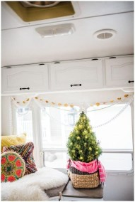 Most Inspiring Holiday Decoration Ideas For Your RV 28