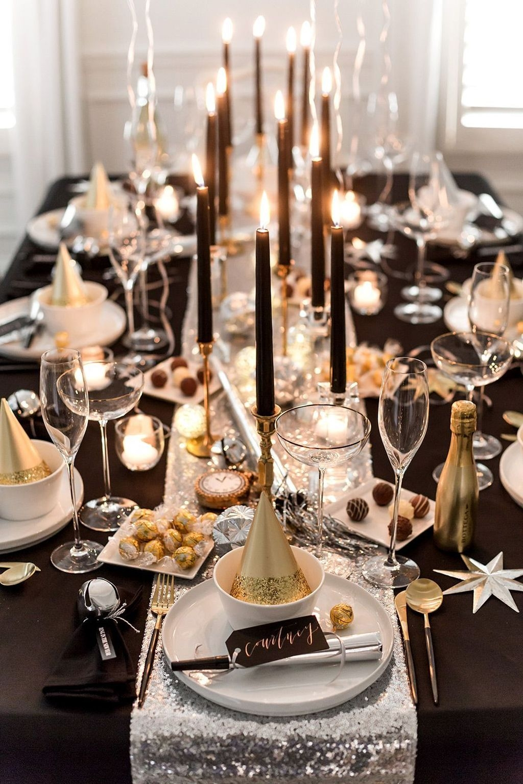 30+ Stylish New Years Eve Table Decoration Ideas For NYE ...