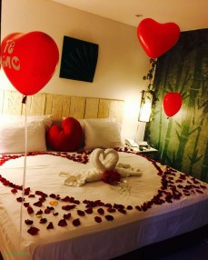 Beautiful And Romantic Valentine's Day Bedroom Design Ideas 16