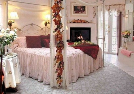 Beautiful And Romantic Valentine's Day Bedroom Design Ideas 22