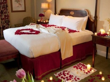 Beautiful And Romantic Valentine's Day Bedroom Design Ideas 24