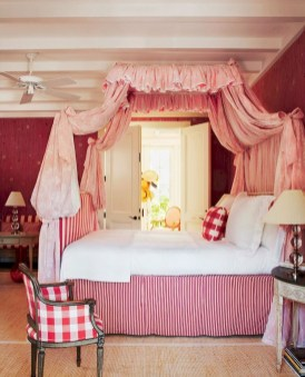 Beautiful And Romantic Valentine's Day Bedroom Design Ideas 45