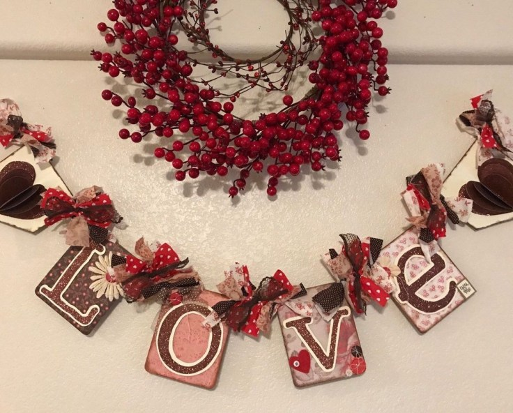 Best Valentines Day Mantel Decor Ideas That You Will Falling In Love With 26