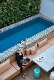 Comfy Pool Seating Ideas For Your Outdoor Decoration 02