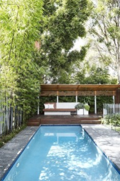 Comfy Pool Seating Ideas For Your Outdoor Decoration 43