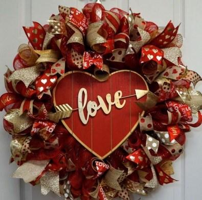 Cute Valentine Door Decorations Ideas To Spread The Seasons Greetings 08