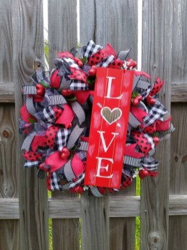 Cute Valentine Door Decorations Ideas To Spread The Seasons Greetings 24