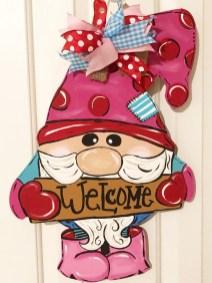 Cute Valentine Door Decorations Ideas To Spread The Seasons Greetings 31