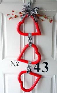 Cute Valentine Door Decorations Ideas To Spread The Seasons Greetings 36