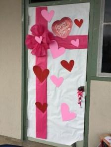Cute Valentine Door Decorations Ideas To Spread The Seasons Greetings 48