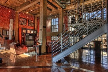 Fabulous Industrial Loft Make Over Ideas For Trendy Home 23