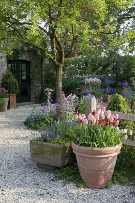 Fascinating Cottage Garden Ideas To Create Cozy Private Spot 16