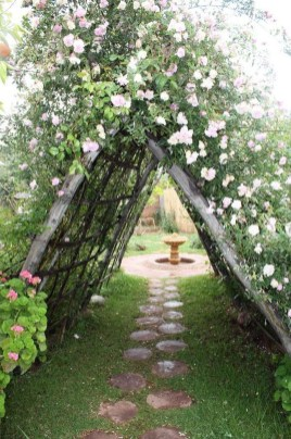Fascinating Cottage Garden Ideas To Create Cozy Private Spot 24