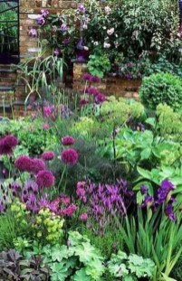 Fascinating Cottage Garden Ideas To Create Cozy Private Spot 30