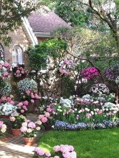Fascinating Cottage Garden Ideas To Create Cozy Private Spot 38