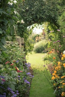 Fascinating Cottage Garden Ideas To Create Cozy Private Spot 49