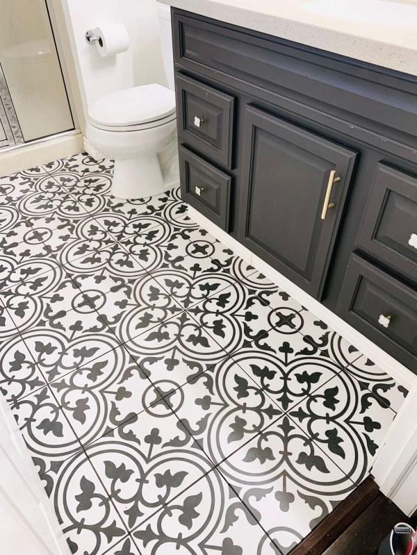 Impressive Black Floor Tiles Design Ideas For Modern Bathroom 51