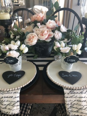 Most Inspiring Valentine's Day Simple Table Decoration Ideas 02