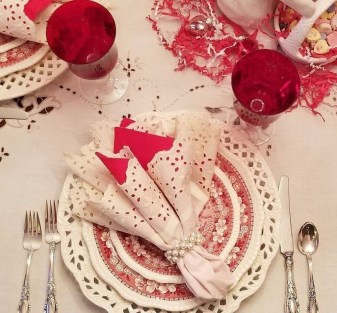 Most Inspiring Valentine's Day Simple Table Decoration Ideas 05
