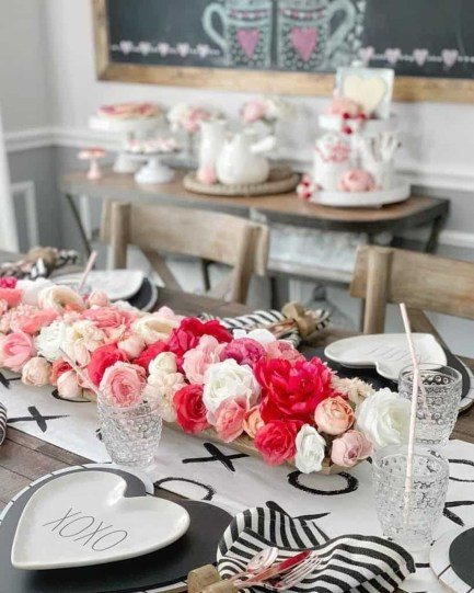 Most Inspiring Valentine's Day Simple Table Decoration Ideas 06
