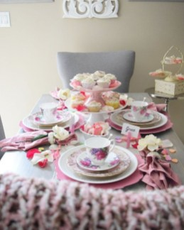 Most Inspiring Valentine's Day Simple Table Decoration Ideas 15
