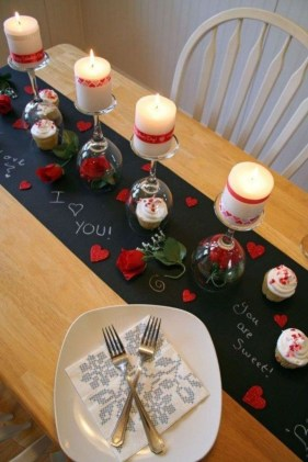 Most Inspiring Valentine's Day Simple Table Decoration Ideas 23