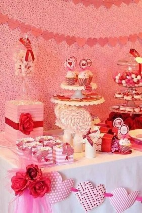 Most Inspiring Valentine's Day Simple Table Decoration Ideas 25