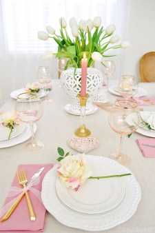 Most Inspiring Valentine's Day Simple Table Decoration Ideas 28
