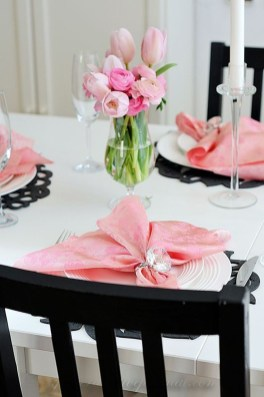 Most Inspiring Valentine's Day Simple Table Decoration Ideas 42