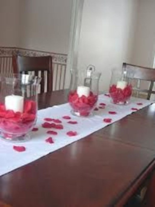 Most Inspiring Valentine's Day Simple Table Decoration Ideas 51