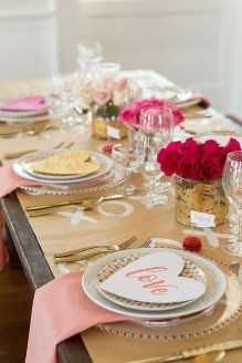 Perfect Valentine's Day Romantic Dining Table Decor Ideas For Two People 02