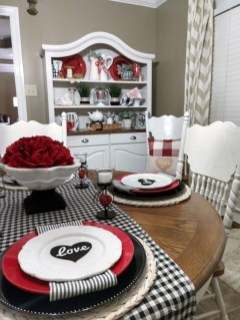 Perfect Valentine's Day Romantic Dining Table Decor Ideas For Two People 21