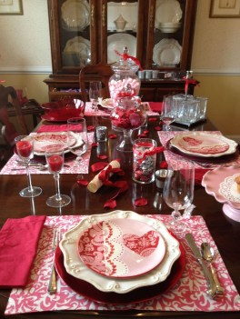 Perfect Valentine's Day Romantic Dining Table Decor Ideas For Two People 24