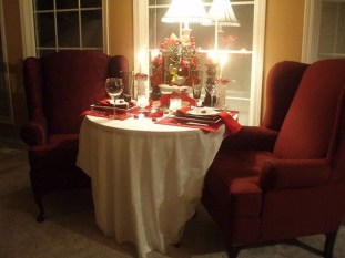 Perfect Valentine's Day Romantic Dining Table Decor Ideas For Two People 27