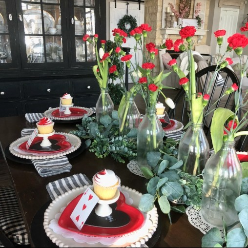 Perfect Valentine's Day Romantic Dining Table Decor Ideas For Two People 34
