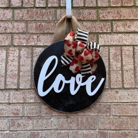 Pretty Valentines Day Wreath Ideas To Decorate Your Door 01