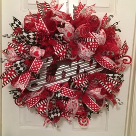 Pretty Valentines Day Wreath Ideas To Decorate Your Door 03