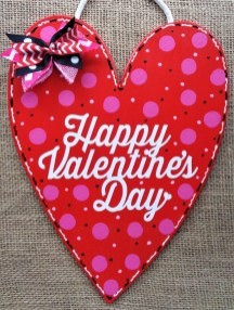 Pretty Valentines Day Wreath Ideas To Decorate Your Door 12